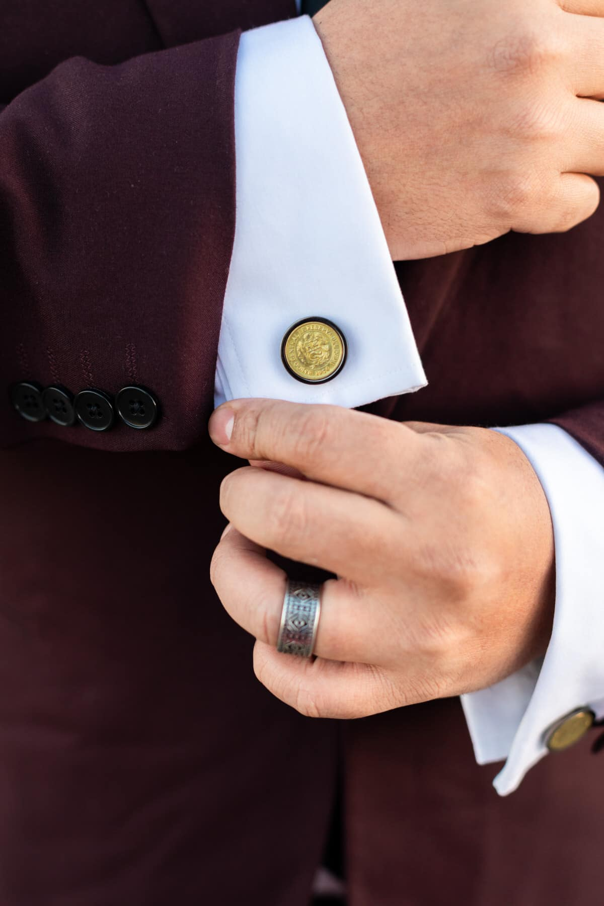 groom wedding details cufflinks