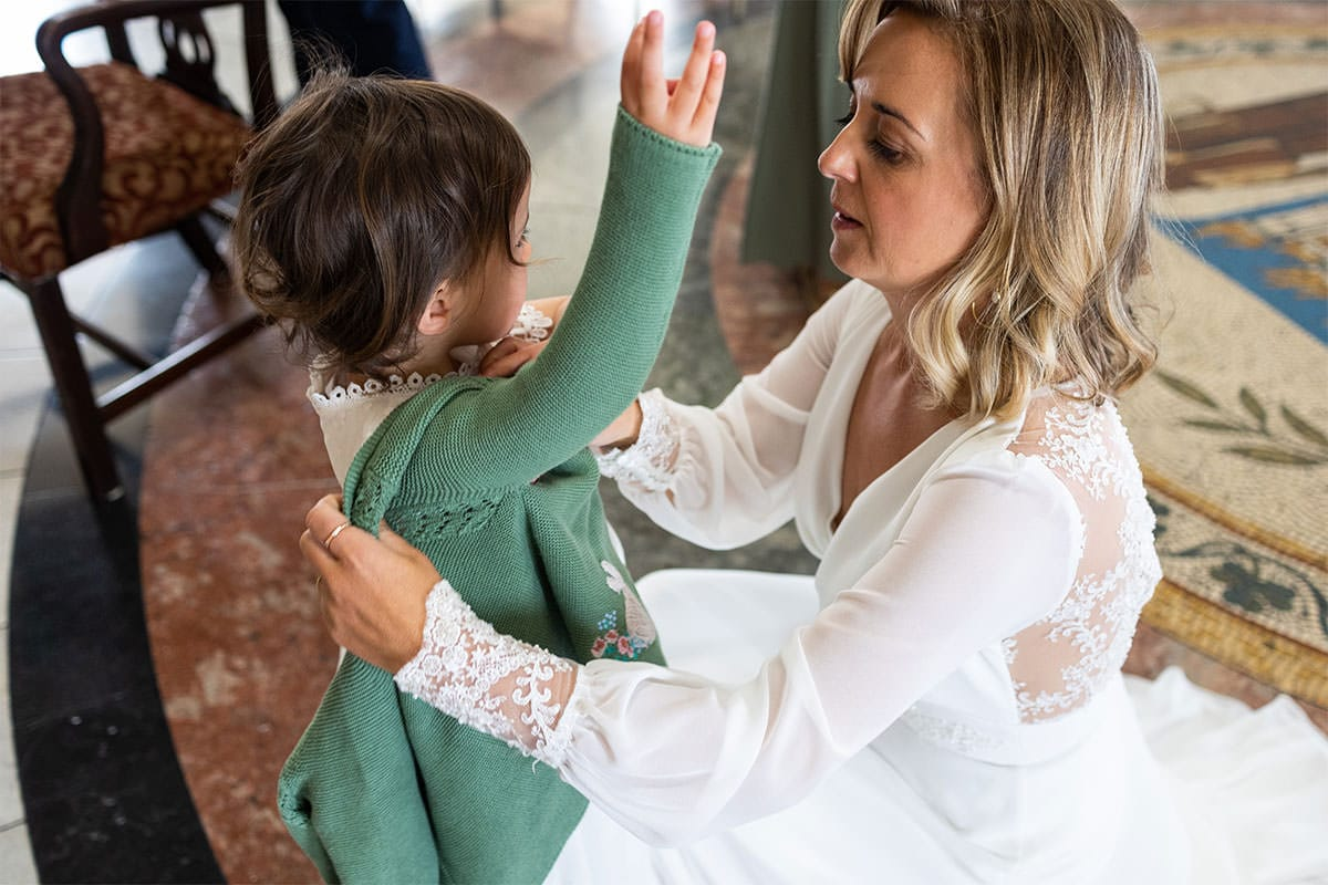 mother and daughter Dublin City Hall Shelbourne Hotel Wedding